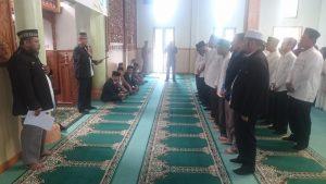 👆👆Ketua Umum Dewan Dakwah Aceh Dr Tgk Hasanuddin Yusuf Adan MCL MA saat melantik Pengurus Daerah Dewan Dakwah Bener Meriah di Mesjid Kompleks Kantor Bupati Bener Meriah, Jum'at (1/6/2018)